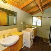 Bimbimbi bathroom