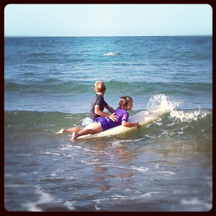kids-learning-to-surf