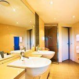 Loka Santi - bathroom