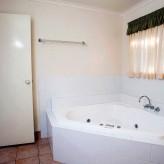Verandah's of Agnes corner spa bath