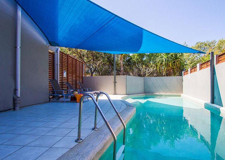 Loka Santi - pool